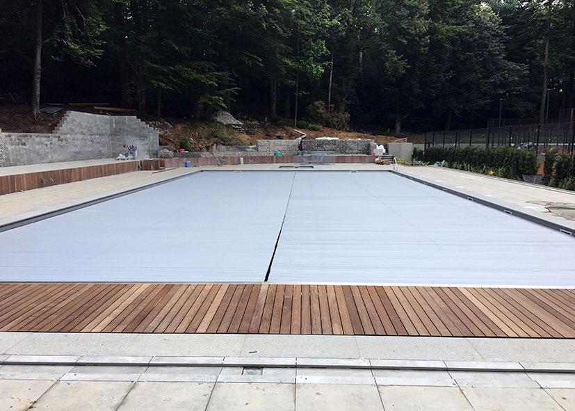 Aqua cover resort aquacover couvertures volets de for Accessoire piscine namur
